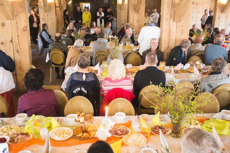 W Niedzielę Zmartwychwstania Pańskiego (21.04.2019) w Gościńcu Słupski Młyn odbyło się uroczyste śniadanie wielkanocne dla ludzi ubogich, bezdomnych