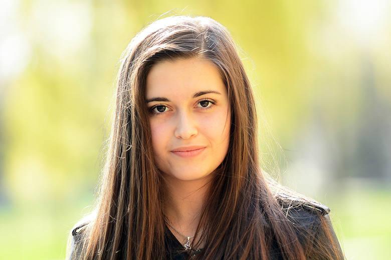 Ada Pawłowska to kandydatka do korony z numerem 15. Osiemnastolatka uczy się w Katolickim Liceum Ogólnokształcącym imienia Filipa Neri w Radomiu. Jest