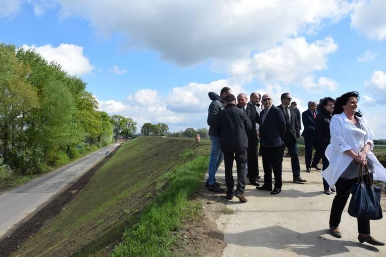 Zakończyła się, rozpoczęta w ubiegłym roku przebudowa przebiegającego przez gminę Dragacz odcinka wału wiślanego Sartowice-Nowe. W uroczystym zakończeniu