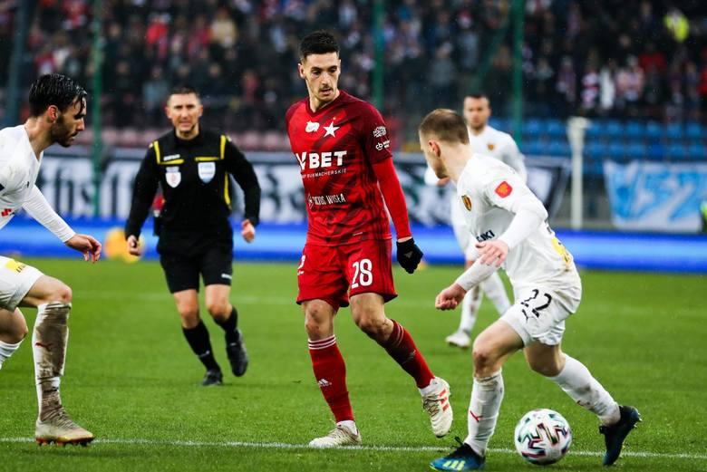 """Wisła Kraków z Koroną Kielce wygrała 2:0 i było to piąte kolejne zwycięstwo """"Białej Gwiazdy"""". Na szóste przy ul. Reymonta liczą w sobotę"""