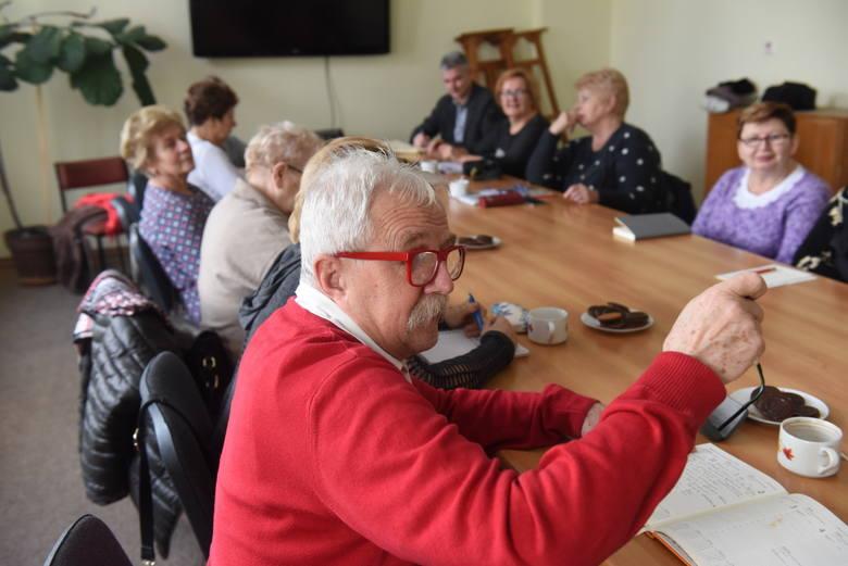 Kręgle, tańce, Poczdam... - seniorzy z sulechowskiego UTW mają głowy pełne pomysłów. Jakich? [ZDJĘCIA]