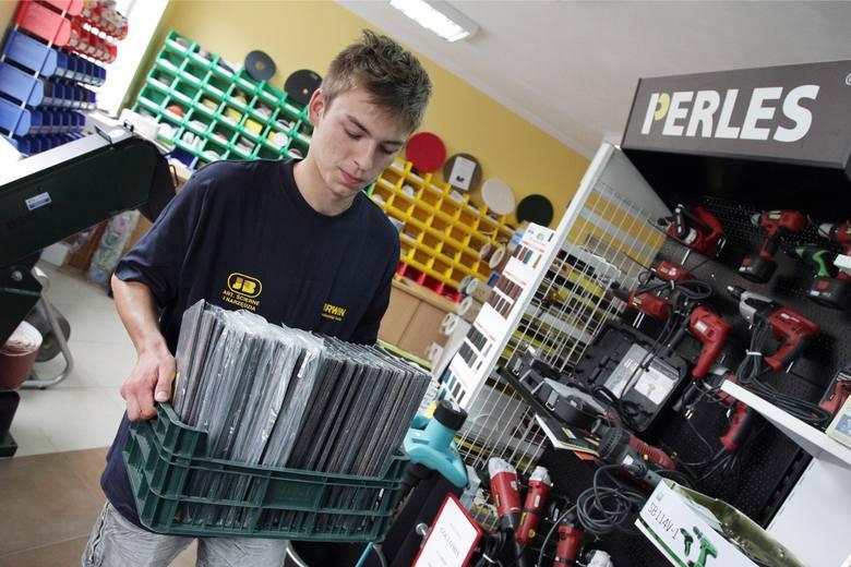 Młodzi mogą liczyć m.in. na zatrudnienie w sklepach i hurtowniach