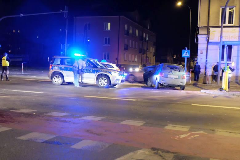 Jak informuje dyżurny Wojewódzkiej Komendy PSP w Białymstoku na miejsce wyruszyły dwa zastępy JRG 1 z ulicy Warszawskiej.