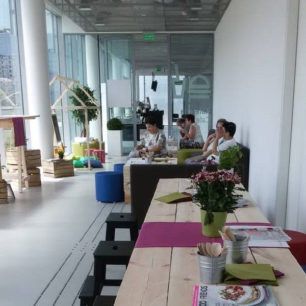 Moodro-Cafe&RestaurantDobrowolskiego 1Klimatyczne miejsca w Strefie KulturyNowoczesne wnętrze, piękny widok na miasto i otoczenie Strefy Kultury