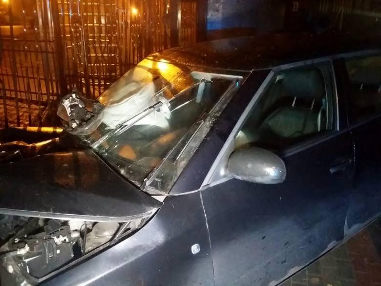 W czwartek wieczorem przy ul. Kościuszki w Słupsku doszło do groźnie wyglądającego zdarzenia. Kierujący osobową Skodą, nie dostosował prędkości do panujących