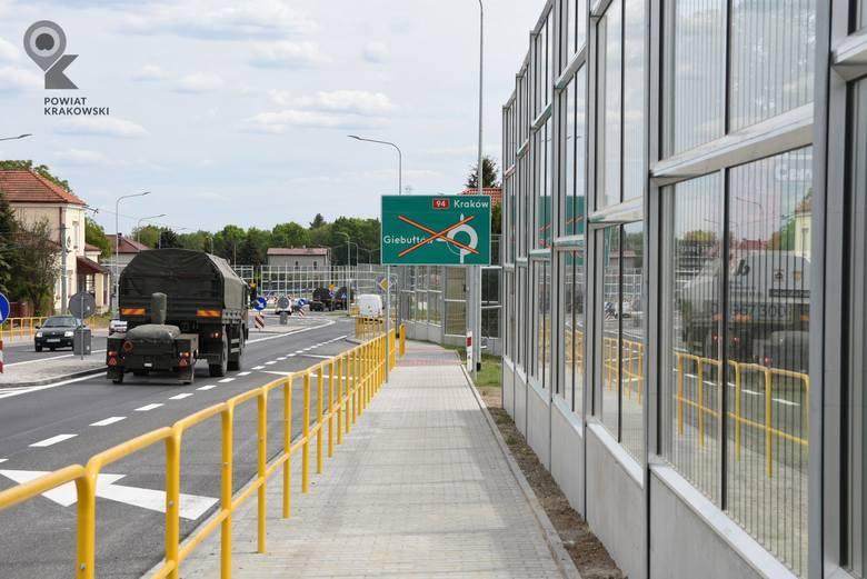 Modlnica. Rondo na drodze krajowej nr 94 oficjalnie otwarte. Przyjechał minister i wicemarszałek [GALERIA]