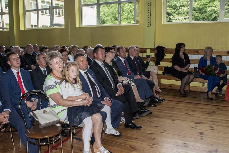 Niepubliczna szkoła podstawowa w Pocierzynie otrzymała imię Świętego Jana Pawła II. Z tej okazji skomponowali szkolny hymn