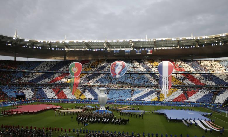 Finał Euro 2016 na Stade de France poprzedziła ceremonia zamknięcia turnieju. David Guetta i Zara Larsson zaśpiewali specjalną hymnu francuskiej imprezy
