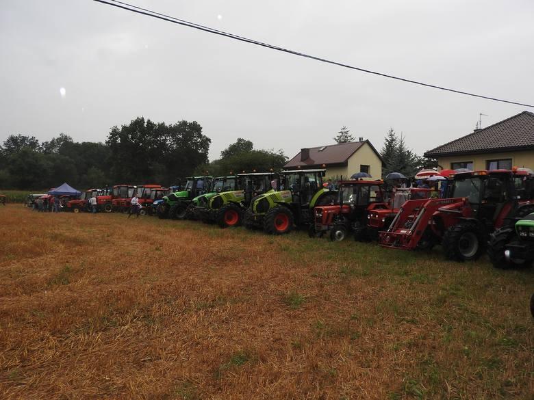 Traktoriada. Rolnicy ścigali się na traktorach [ZDJĘCIA]