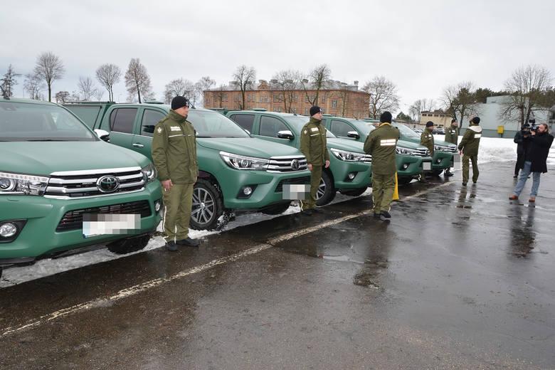 W poniedziałek funkcjonariusze Podlaskiego i Warmińsko-Mazurskiego Oddziału Straży Granicznej otrzymali nowe pojazdy terenowo - obserwacyjne. Będą służyły