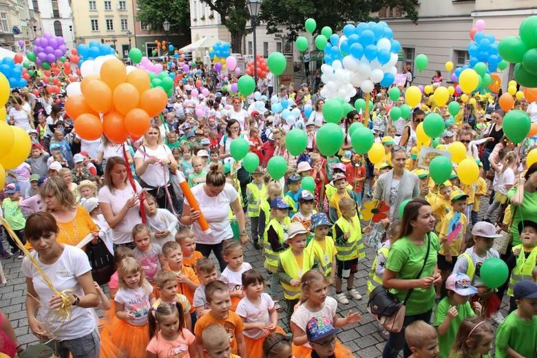 W piątek, 7 czerwca, na zielonogórskim deptaku odbyła się wielka parada przedszkolaków z publicznych i niepublicznych placówek w mieście. Jest to impreza