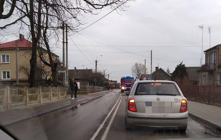 Uhowo. Wypadek na ulicy Kościelnej. Na DW 682 zderzyły się trzy auta [ZDJĘCIA]