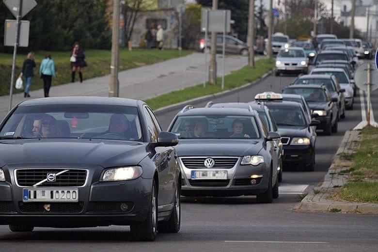 Wszystkich Świętych w Lublinie i regionie. Sprawdź, co dzieje się na drogach i w rejonie cmentarzy (RELACJA)