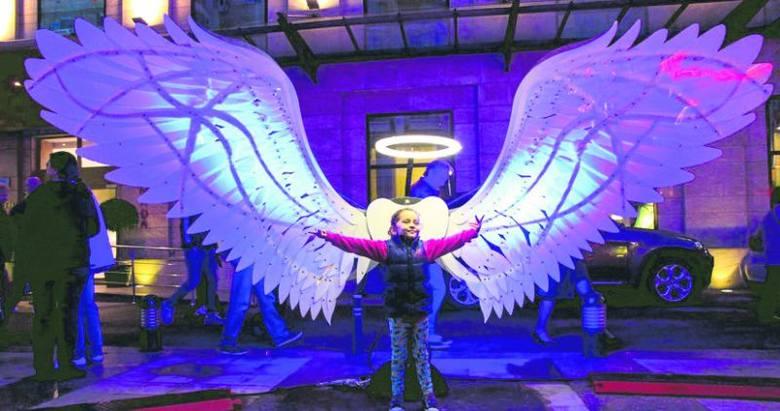 Na rynku Manufaktury będzie pięć takich świetlnych aniołów.