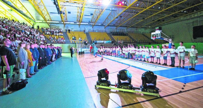 W poniedziałek w hali widowiskowo-sportowej w Koszalinie odbyło się uroczyste otwarcie Ogólnopolskiego Festiwalu Minikoszykówki.Na wydarzenie przybyli