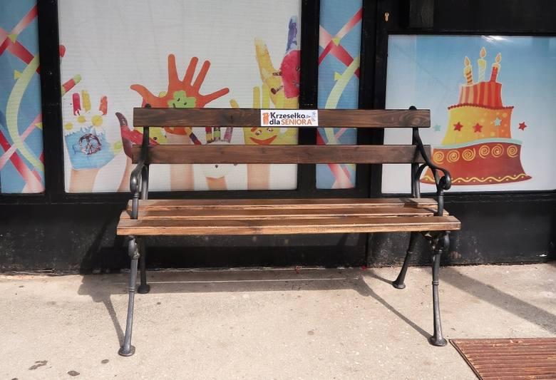 Stargard. Zachęcają do wystawiania krzesełek dla seniorów