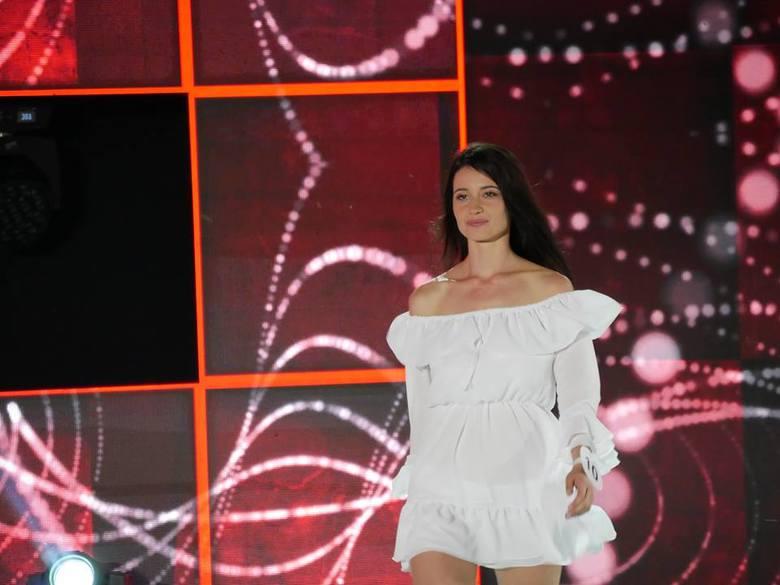 Sylwia Gibała - Miss Ziemi Radomskiej 2018 podczas jednej z półfinałowych prezentacji.