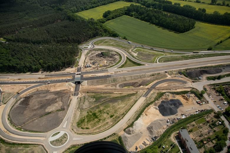 Tak prezentował się plac budowy na odcinku S5 Poznań - Wronczyn w maju tego roku. Miesiąc później nie było już na nim ówczesnego głównego wykonawcy - włoskiej firmy Toto.