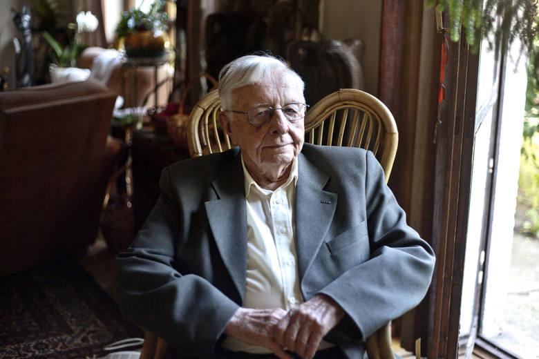 Prof. Stanisław Juchnowicz w Nowej Hucie.