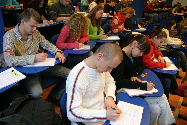 Jedną z najczęstszych nieprawidłowości jest wskazywanie do dotacji uczniów, którzy nie uczestniczyli w co najmniej połowie zajęć. Na listach obecności