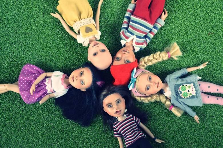 Poznań: Daje lalkom drugie życie, a dzieciom wsparcie w chorobie