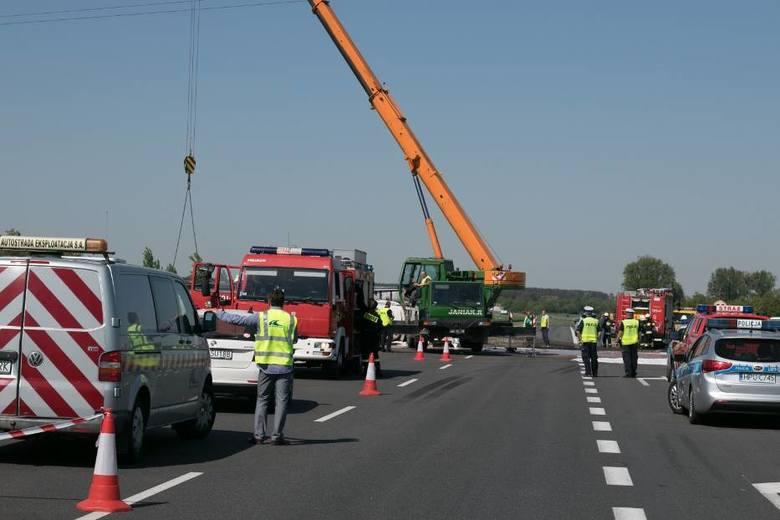 Z poważnymi utrudnieniami muszą liczyć się w środę kierowcy na autostradzie A2. Przewróciła się tam cysterna przewożąca płynną czekoladę.