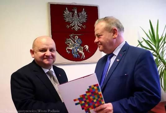 Dyrektor WORD w Białymstoku, Przemysław Sarosiek, stracił kiedyś prawo jazdy za łamanie przepisów