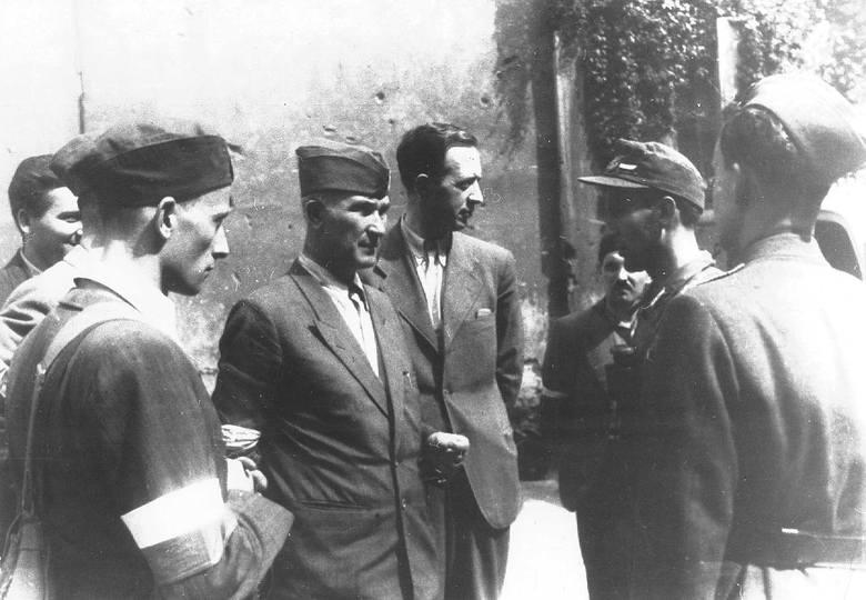 Powstanie Warszawskie dzień po dniu: 63 dni heroicznej walki o Warszawę. Zobacz kalendarium wydarzeń i archiwalne zdjęcia