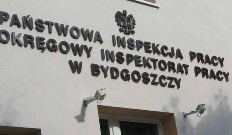 Ostatniego dnia lipca pracownica zakładu meblowego w Grudziądzu doznała złamania miednicy - zawinił kierowca wózka widłowego. W wojsku w Inowrocławiu