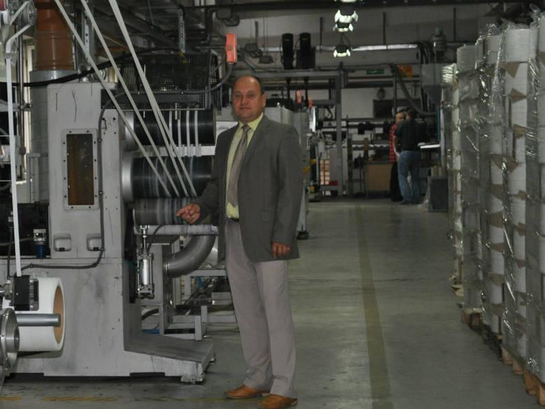 - Nasi specjaliści współpracując z naukowcami PRz opracowali produkt, który powstaje z surowców pozyskiwanych z recyklingu - mówi Andrzej Białek, prezes
