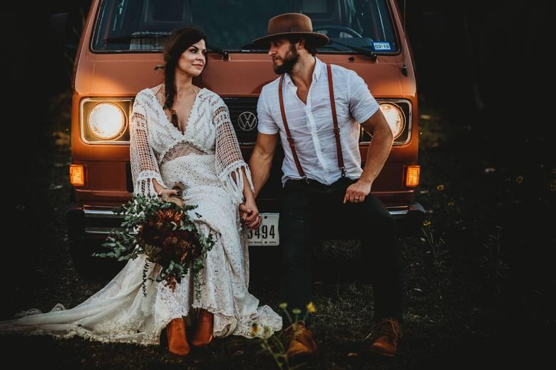 Jak ślub, to wesele! A te w Polsce często bywają długie i huczne. Pytanie tylko: czy naprawdę warto? Jeśli stoisz przed organizacją własnego ślubu i