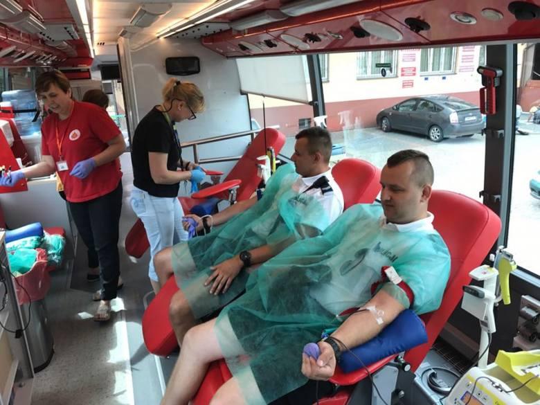 Siemiatycka policja zachęciła mieszkańców do oddania krwi rannemu policjantowi z Komendy Stołecznej Policji z Warszawy.