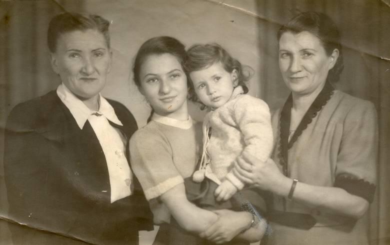 Od lewej Vera, siostra Idy Gliksztejn, jej córki Ruth i Anat oraz ona sama.