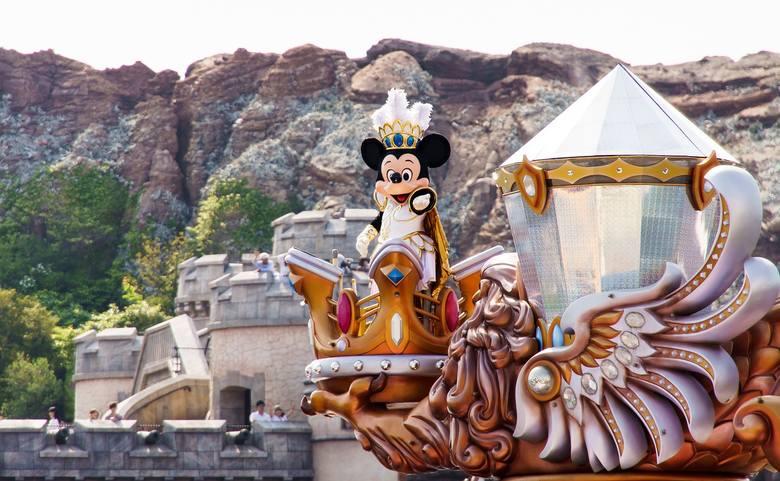 DisneylandO wycieczce do Disneylandu marzy prawie każde dziecko. W rzeczywistości jednak słynny park rozrywki potrafi rozczarować. Przede wszystkim by