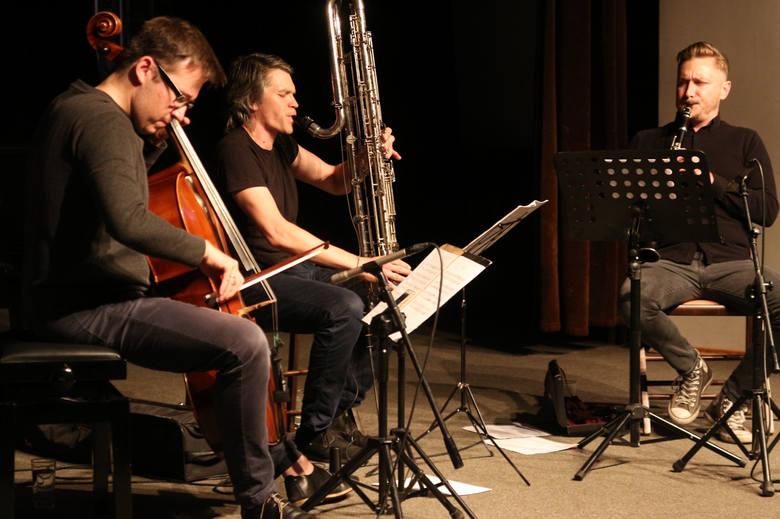 Na scenie klubu Akcent w Grudziądzu wystąpił zespół Bastrada , który wykonał kompozycje Piotra z Grudziądza we współczesnych  aranżacjach. Na sobotę,