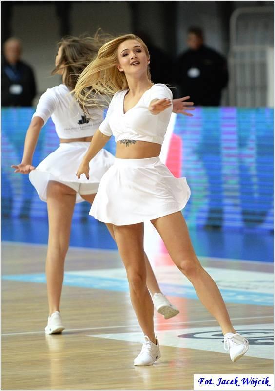Cheerleaders AZS Koszalin podczas niedzielnego meczu ze Stelmetem BC Zielona Góra.