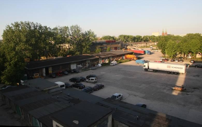 Działka przy ulicy Mielczarskiego w Kielcach, należąca do spółki Krzysztofa Klickiego Karolkowa-Investment,  została wystawiona do przetargu.