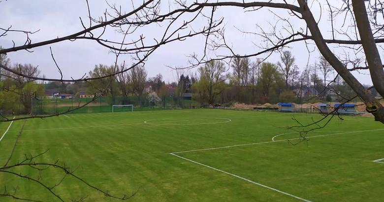Polonia Iłża wreszcie powróciła na swój stadion. Drużyna czekała na to 1,5 roku. Ze względu na modernizację obiektu, zespół grał w Pakosławiu. W przyszłym