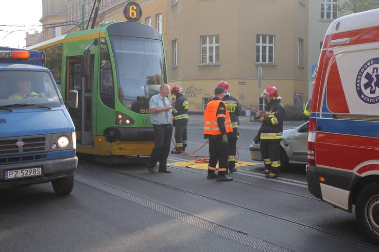 W środę około godziny 9.23 doszło do kolizji auta osobowego i tramwaju linii numer 6. Kierująca autem kobieta została zabrana do szpitala.&lt;br /&gt; <strong>Przejdź do kolejnego zdjęcia ---&gt;</strong>&lt;br /&gt;