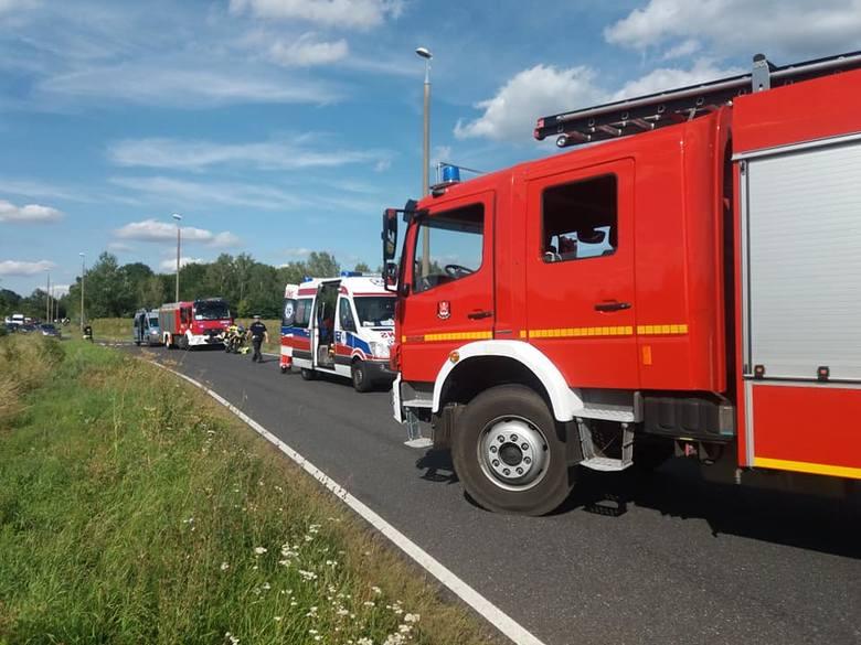 - Kierujący nissanem w nieustalonych dotąd okolicznościach potrącił motocykl, którym podróżowały dwie osoby - mówi  st. asp. Piotr Duziak z zespołu prasowego
