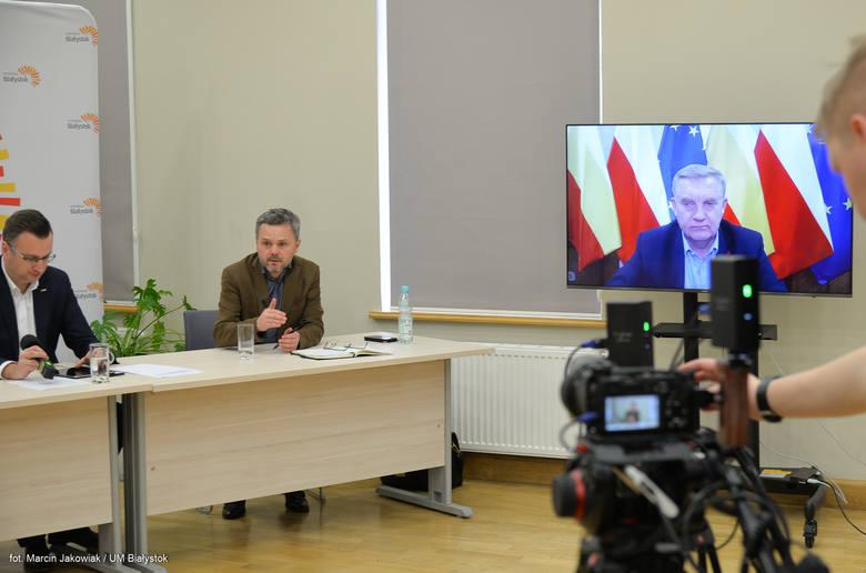 Prezydent Tadeusz Truskolaski mówił na środowej (18 marca) konferencji, że jeśli płatność czynszu będzie zagrażała istnieniu przedsiębiorstwa, to władze miasta mają prawo takie czynsze umarzać. - I tak też będziemy robić. Każdy przypadek będziemy jednak analizować indywidualnie. Jeżeli czyjaś...