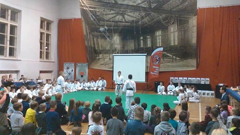 Pokaz walk podczas noworocznego spotkania krakowskich karateków [WIDEO]