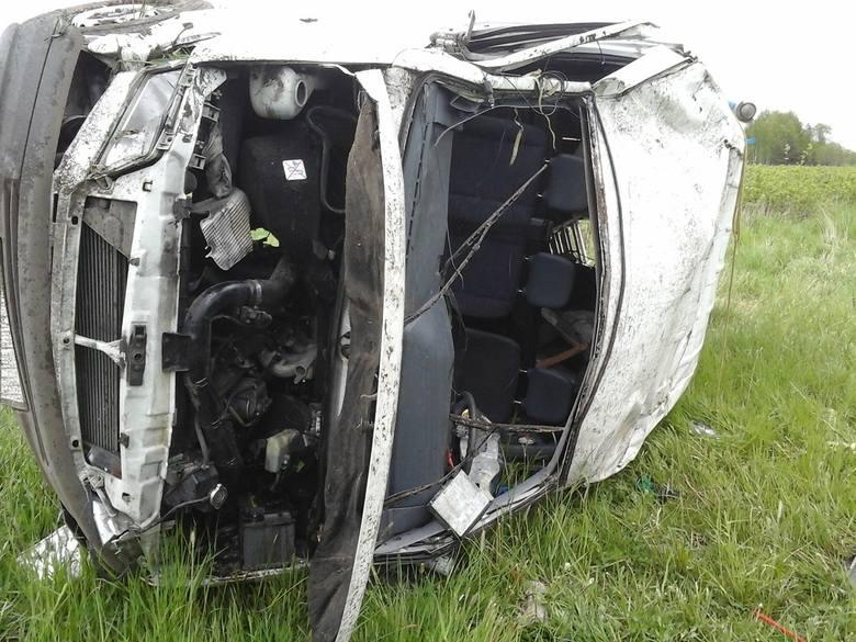 Bielsk Podlaski. Wypadek na DK 19. Dwóch mężczyzn wypadło z pojazdu
