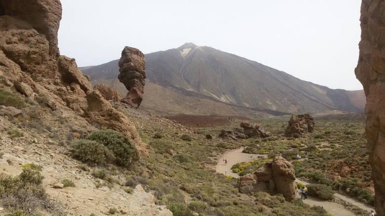 Teneryfa. Pico del Teide to szczyt o wysokości 3.718 m n.p.m. i wysokości od dna morza