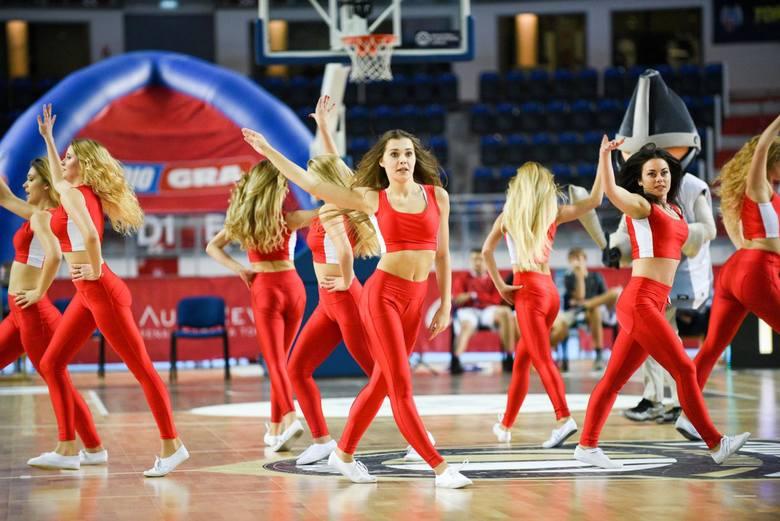 Piękne panie można też oczywiście spotkać w Arenie Toruń, podczas meczów koszykarzy
