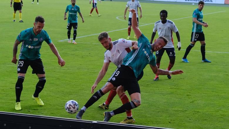 Po serii zwycięskich i dobrych meczów Legia Warszawa przegrała w Zabrzu z Górnikiem 0:2. Niby była w natarciu, ale brakowało jej albo szczęścia albo