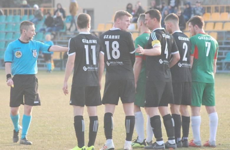 W meczu ćwierćfinałowym Regionalnego Pucharu Polski GKS Rudki przegrał u siebie z Czarnymi Połaniec 0:1. Zwycięską bramkę dla trzecioligowca z Połańca