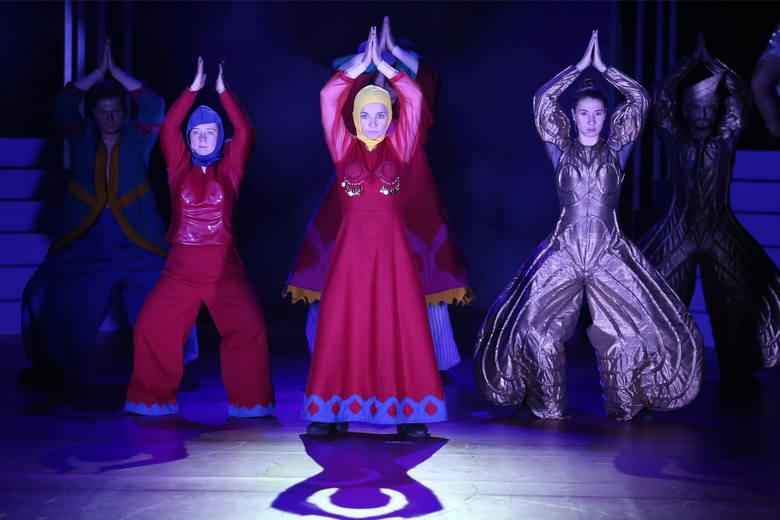 """Gorące i zabawne """"Miraże. Baśnie Ludów Wschodu"""": na pierwszym planie Marta Kwiek, Agata Kucińska i Helena Sujecka"""