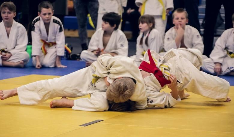 Judo to sztuka walki wywodząca się z Japonii, stworzona przez Jigoro Kano. Zebrał on i poprawił najlepsze elementy jiu-jitsu, tworząc nowy rodzaj sztuki