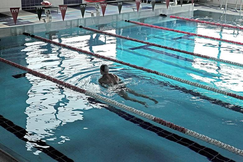 Od 6 czerwca po trzymiesięcznej przerwie mogą być czynne baseny. Przynajmniej teoretycznie. Bo w praktyce większość nadal jest zamknięta - część nawet